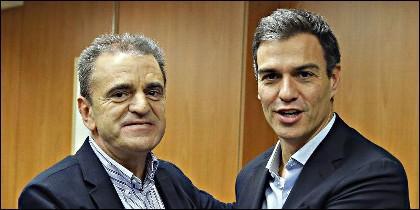 El secretario general del PSOE, Pedro Sánchez (d), con su homólogo del PSOE-Madrid, José Manuel Franco.