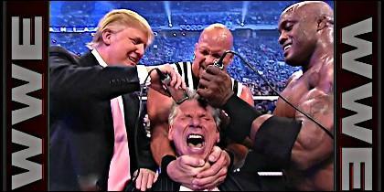 Donald Trump cuando hacía sowns de lucha libre, afeitando a Bobby Lashley.
