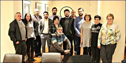 El indepenentista catalán Rufián con los parientes de los agresores proetarras de Alsasua.
