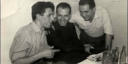 Juan José Rodríguez Ugarte, con compañeros de la HOAC