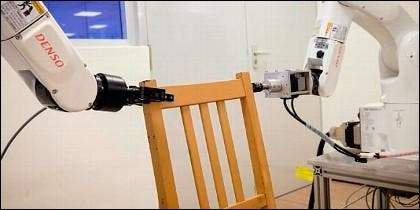 Robot monta sillas