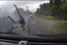 Accidente mortal de tráfico en una carretera rusa.