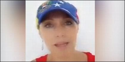 Mujer con gorra