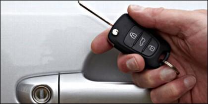 El coche, la llave y el mando a distancia.