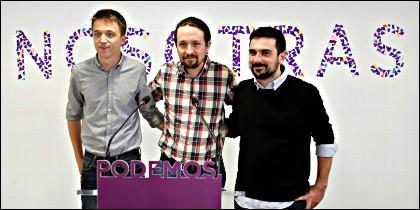 Ridículo: Pablo Iglesias, Íñigo Errejón y Ramón Espinar que presentan a la prensa bajo el lema 'Nosotras'.