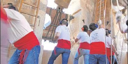 Volteo manual de campanas en Albaida