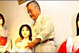 Takagi es japonés y fabrica muñecas sexuales.