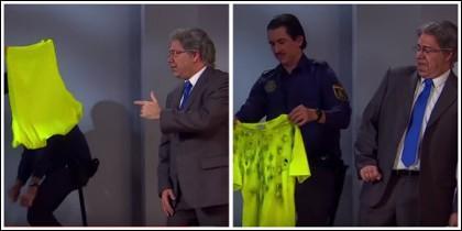 El gag de Zoido y la Policía disparando a una camiseta amarilla.