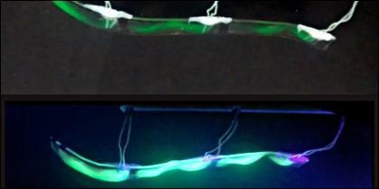En la imagen, el robot submarino es visible gracias a una inyección de tinta brillante que le aporta fluorescencia.