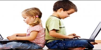 Niños, con ordenador