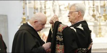 Giacomo Dalla Torre recibe el collar de Gran Maestre de la Orden de Malta