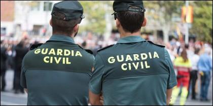 Una pareja de la Guardia Civil.