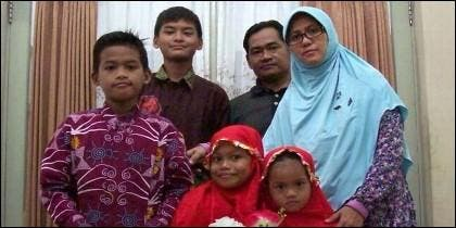 Dita Oepriarto, Puji Kuswati y sus cuatro hijos terroristas islámicos.