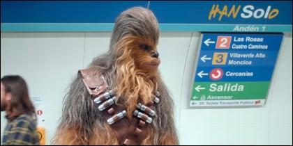 Chewbacca en la estación de Han Sol-o