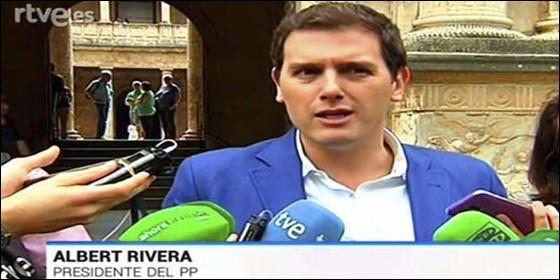 Albert Rivera rotulado en TVE como lídewr del PP.