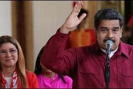 Nicolás Maduro junto a su esposa Cilia Flores.