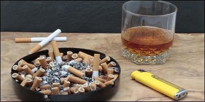 Alcoholo y tabaco, beber y fumar.