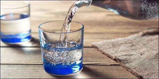 Un vaso de agua.