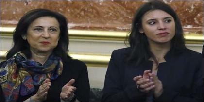 Las portavoces parlamentarios del PSOE, Margarita Robles y de Unidos Podemos, Irene Montero, en el Congreso de los Diputados.
