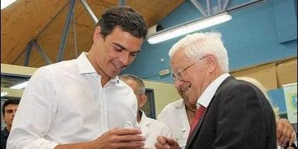 El padre Ángel, con Pedro Sánchez