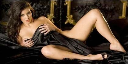 Kim Kardashian posando desnnuda, como acostumbra.