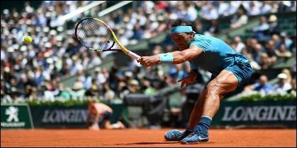 Rafa Nadal sobre la tierra batida de Roland Garros.