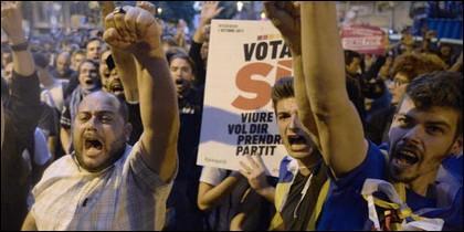 Fanáticos separatistas en Cataluña.