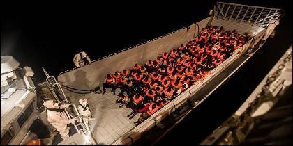 Parte de los 629 inmigrantes rescatados por el barco 'Aquarius', al que se le ha impedido atracar en Italia y Malta.