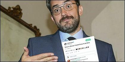 Màxim Huerta enseña orgulloso su tuit sobre Hacienda.