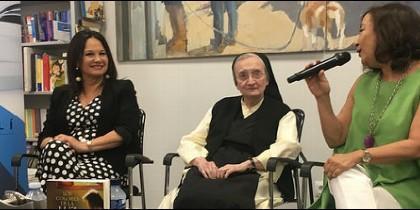 La monja pintora y la escritora Magdalena Lasala presentan 'Los colores de la luz' (Esfera de los Libros)