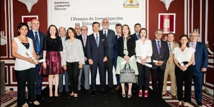 Foto de los galardonados en los premios de Bankinter y Comillas