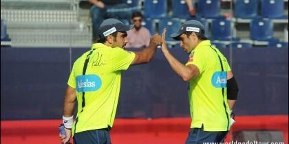 Bela y Lima en el enfrentamiento de ayer con Quiles y Gomes