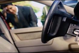 Las llaves del coche se quedan dentro, en el contacto.