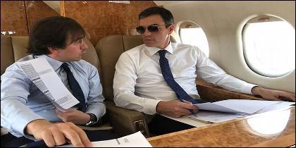 Las redes se mofan de la foto de Sánchez con gafas de sol en el 'Falcon'.