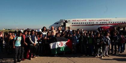 Llegada niños saharauis al aeropuerto de Villanubla