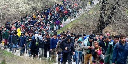 Miles de refugiados a las puertas