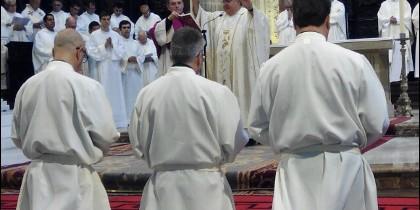 Momento de la ordenación de los nuevos diáconos en Jerez de la Frontera
