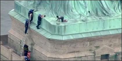 Escalar la Estatua de la Libertad