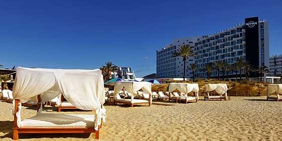 Cinco hoteles de lujo para los que viajan solos ocio y - Hoteles en ibiza 5 estrellas ...
