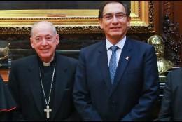 Los cardenales Barreto y Cipriani (i) y monseñor Cabrejos, con el presidente Vizcarra
