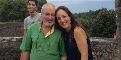 Padre, hija y el marido de ella, detrás, en agosto de 2015 en Navarrenx