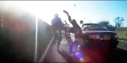 Momento en que son arrollados los ciclistas