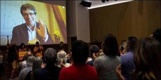 El golpista Puigdemont en la presentación de Crida Nacional por la República catalana.