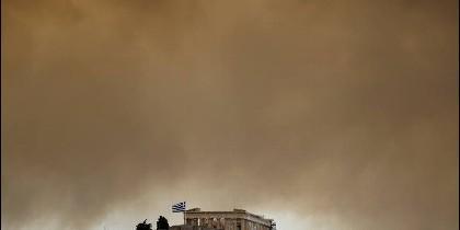 El incendio alcanzó la Acrópolis de Atenas