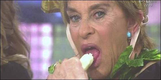 Multa a 'Sálvame' por simular una felación con un plátano