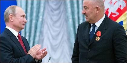 Putin y seleccionador nacional ruso