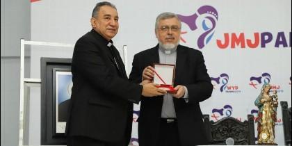 Entrega de la reliquia de monseñor Romero a Panamá