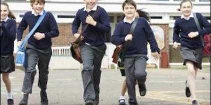 niños colegio uniforme