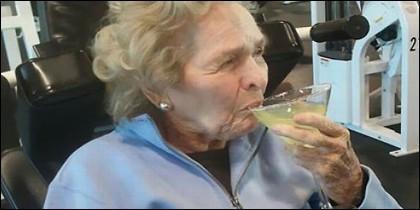Anciana en el gimnasio