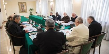 Semerano entraría como coordinador de un grupo de 'canonistas' para apuntalar la nueva Constitución Apostólica